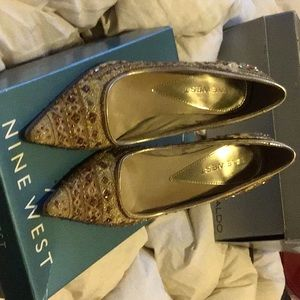 Lk New W Box, 9 West Gold W Jewels 3+ Inch Pumps